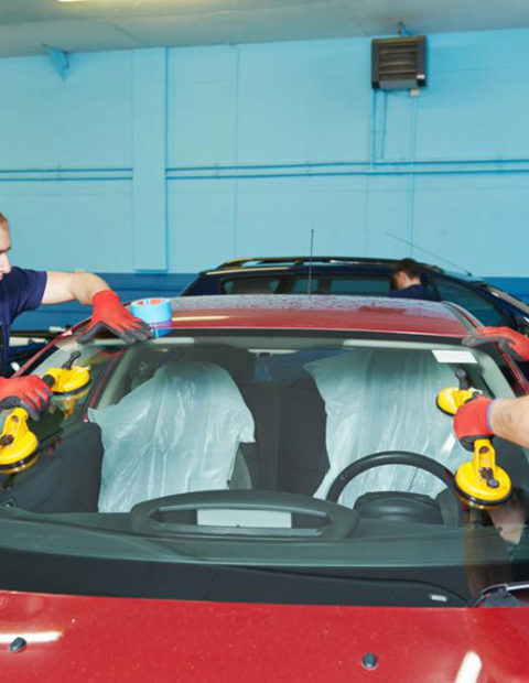 When Should You Consider An Auto Windshield Replacement